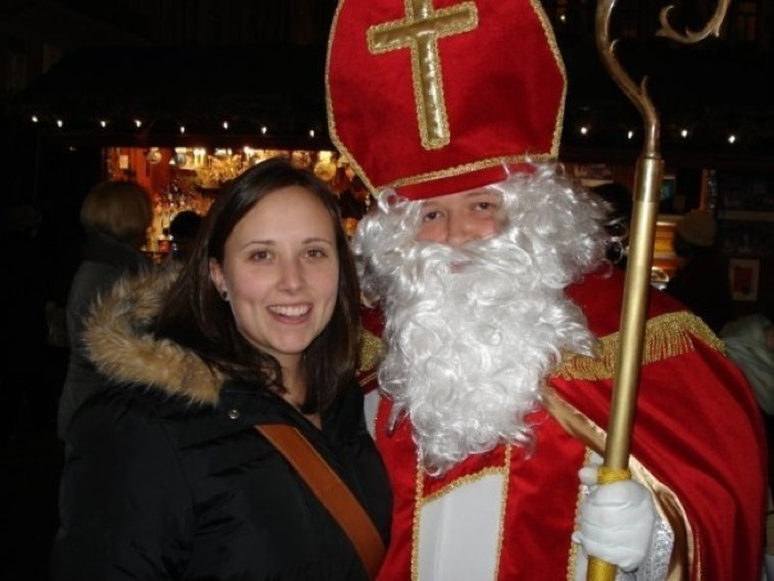 Cailin and Santa in Munich - The Best Christmas Gifts for People who Love to Travel